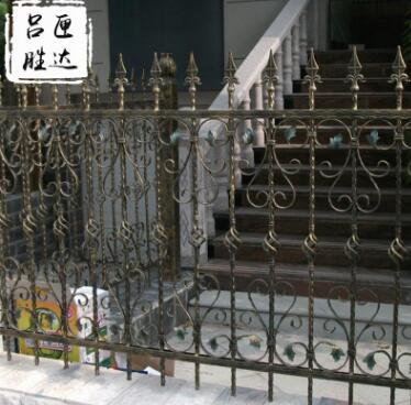 山东临朐铁艺护栏 庭院别墅铁艺防护护栏 铁艺围墙铸铁护栏