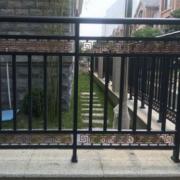 专业从事铁艺 新型栏杆 电动机门等产品 确保20年不生锈