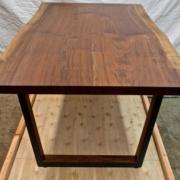 厂家定制质量的实木桌直销